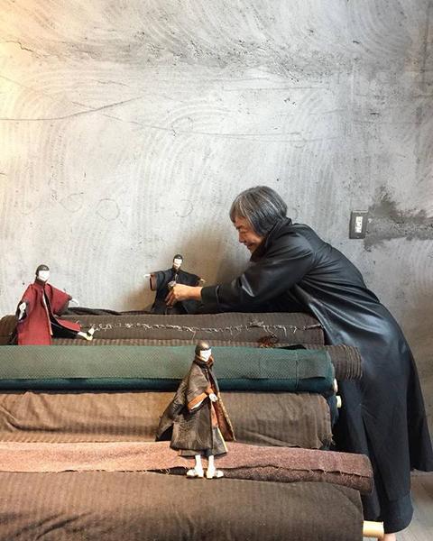 L'exposition « Des feuilles du mûrier, le temps fait des robes de soie » se tient du 14 mars au 31 mai 2020 à La Piscine – Musée d'art et d'industrie André Diligent de Roubaix. Aimable crédit de Sophie Hong