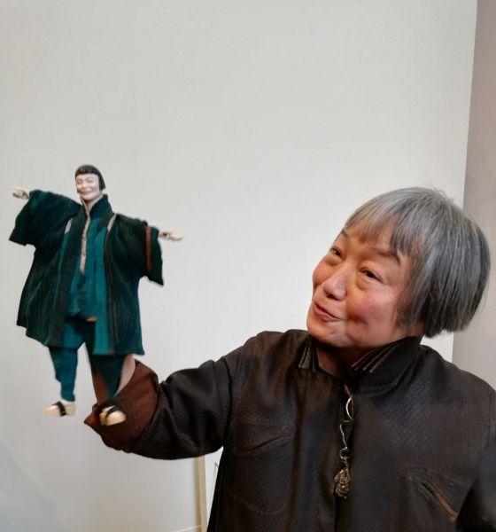 Théâtre de marionnettes à son effigie © Harry Kampianne